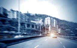 Небоскребы города рядом с шоссе стоковая фотография rf