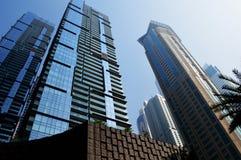 Небоскребы Дубай возвышаясь, Марина Дубай стоковое изображение