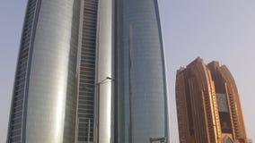 Небоскребы залива Абу-Даби времени захода солнца преграждают 4k ОАЭ акции видеоматериалы