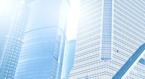 Небоскребы здания в самомоднейшем футуристическом центре города на принципиальной схеме дела ночи успешного промышленного зодчеств Стоковое Изображение