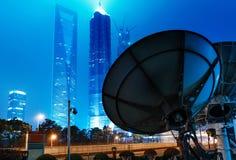 Небоскребы и спутниковая антенна Шанхая Стоковое Изображение
