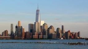 Небоскребы района Нью-Йорка финансовые в поздно вечером сток-видео