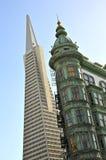 Небоскребы Сан-Франциско: Пирамида Transamerica и башня Колумбуса Стоковое Изображение RF