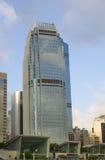 Небоскреб горизонта финансового центра IFC сложный Гонконга центральный Стоковые Изображения RF