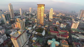 Небоскреб-здания в Маниле сверху на заходе солнца акции видеоматериалы
