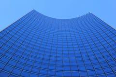 Небоскреб и голубое небо Стоковая Фотография