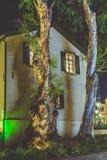 Небоскреб и традиционный стиль старой и новой архитектуры современный Стоковые Фото