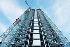 небоскреб конструкции вниз стоковые изображения rf