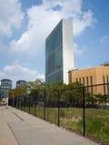Небоскреб секретариата Организации Объединенных Наций ООН осмотренный от первого avenu Стоковые Фотографии RF