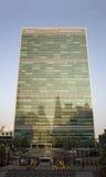 Небоскреб секретариата Организации Объединенных Наций ООН осмотренный от города Tudor Стоковое Изображение RF
