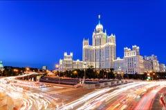 Небоскреб Сталина на обваловке Kotelnicheskaya реки Москвы, Москвы, России стоковое изображение rf