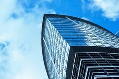 Небоскреб стеклянного офисного здания современный стоковое фото rf