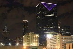 Небоскреб с фиолетовыми светами Стоковое Изображение RF