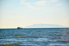 Небо белого моря шлюпки голубое Стоковые Изображения