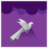 Небо вектора красивое фиолетовое заволакивает силуэт сокола Стоковые Изображения RF