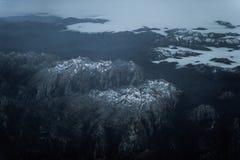 Небо, верхняя часть вниз с взгляда гор в Астурии со снегом, Испанией стоковое изображение
