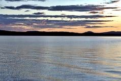 Небо вечера над озером стоковые фотографии rf