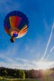 небо воздушного шара голубое цветастое горячее Стоковое фото RF