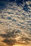 Небо восхода солнца с цветами апельсина, желтых и голубых Стоковые Изображения RF