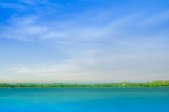 Небо встречи озера Стоковое Фото