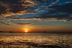 Небо Вьетнам восхода солнца оранжевое стоковые изображения rf