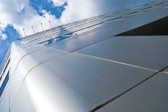 небо голубого офиса здания городского отражая Стоковые Изображения RF
