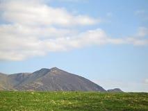 небо гор травы Стоковое Изображение