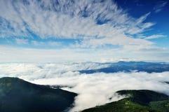 небо гор утра ландшафта вниз Стоковое Изображение