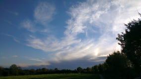 Небо заволакивает ландшафт жизни Стоковое Изображение