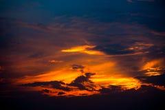 Небо захода солнца, драматическое небо с облаками Стоковые Изображения RF