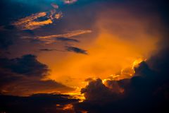 Небо захода солнца, драматическое небо с облаками Стоковая Фотография RF