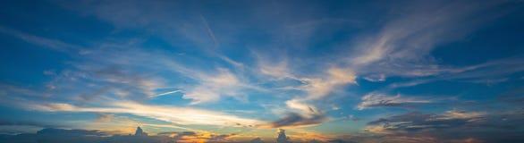 Небо захода солнца, ландшафт облаков, драматический заход солнца и небо восхода солнца Стоковое Изображение