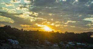 Небо захода солнца, наслаждаясь с природой стоковое изображение rf