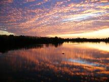 Небо захода солнца на реке стоковое фото