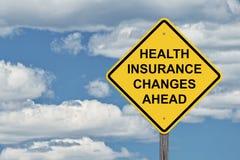Небо знака предосторежения голубое - медицинская страховка изменяет вперед Стоковые Изображения RF