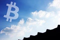 Небо значка Bitcoin Cryptocurrency стоковое изображение rf