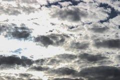 Небо и облака, солнечный день Обои предпосылки для компьютера Стоковое Фото