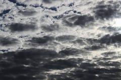 Небо и облака, солнечный день Обои предпосылки для компьютера Стоковая Фотография RF
