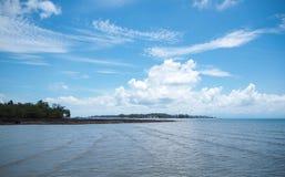 Небо и пляж Mak Koh стоковое фото rf