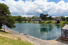 Небо и солнечность острова Уайт озера гребли Ryde голубое в лете в этом туристском городке на северном восточном побережье Стоковое Изображение RF
