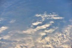 Небо красивого захода солнца золотое Стоковое Изображение