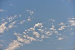 Небо красивого захода солнца золотое Стоковое Изображение RF