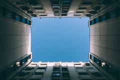Небо между зданиями Стоковая Фотография