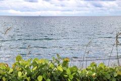Небо, море, земля Стоковые Изображения