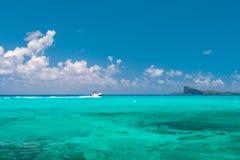 Небо морской воды бирюзы совершенное голубое предпосылка больше моего перемещения портфолио Стоковые Изображения RF