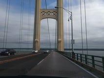 Небо моста голубое заволакивает веревочки Стоковое Изображение
