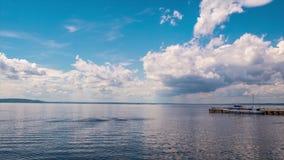 Небо над промежутком времени Волги реки видеоматериал