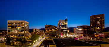 Небо ночей голубое над горизонтом города Boise Айдахо Стоковая Фотография