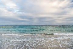 Небо облака над морем развевает в philipsburg, sint maarten Стоковая Фотография RF