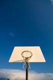 небо обруча баскетбола Стоковая Фотография RF